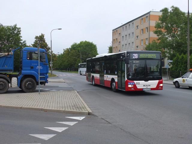 Projekt przebudowy skrzyżowania, przewiduje także powstanie  nowej zatoki dla autobusów.