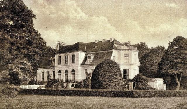 Fotografia pochodzi z 1915 r. Piękny pałacyk w Trzebiechowie to obecnie tylko wspomnienie. - Po tej budowli nie pozostały żadne ślady - przyznaje historyk z Krosna Odrz. Paweł Widczak.