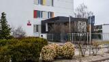 Poznań: Gimnazjaliści pili alkohol w szkole. Jeden z uczniów trafił do szpitala