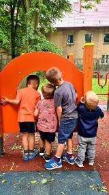 Pięciu braci z Łodzi nie chce być w domu dziecka. Matka szuka rodziny zastępczej dla swoich dzieci. Pomagają jej fundacje 8.07.2021
