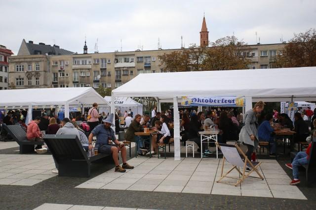 Na placu Nowy Targ  odbywa się Wrocławski Octoberfest