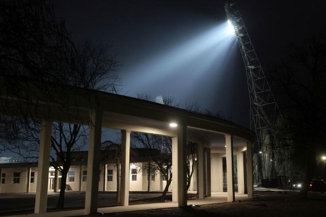 Trwają próby nowego oświetlenia na przebudowanym Stadionie Olimpijskim