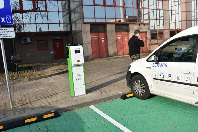 Jedna ze stacji ładowania samochodów elektrycznych stanęła przy dworcu głównym w Częstochowie