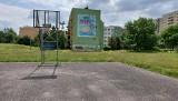 """Na osiedlu Armii Krajowej w Opolu powstają kolejne murale. Ich autorami są członkowie opolskiej grupy """"Murki"""""""