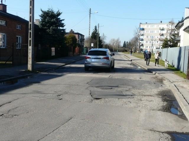 Ul. Bugaj między ul. Świetlickiego i ul. Gawrońską od dawna wymagała remontu. W końcu się go doczeka...