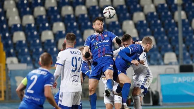 Na boisku w Mielcu rządziła walka, z której zwycięsko wyszli piłkarze Stali