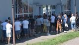 Ogromne kolejki za biletami na mecz Radomiaka z Legią. W wolnej sprzedaży było 1000 wejściówek (ZDJĘCIA)