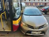 Zderzenie autobusu MPK i toyoty na Zachodniej przy Manufakturze! ZDJĘCIA