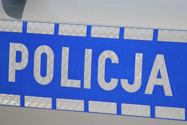 """Jarosławscy policjanci """"na gorącym uczynku"""" zatrzymali mężczyznę, któy chciał oszukać metodą """"na policjanta""""."""