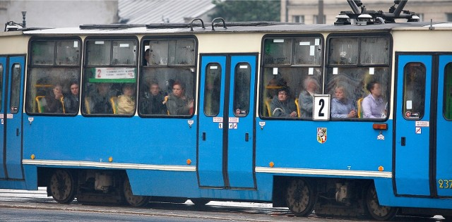 Nie tylko w godzinach szczytu jest tłoczno. Przez cały dzień w tramwajach jest pełno studentów