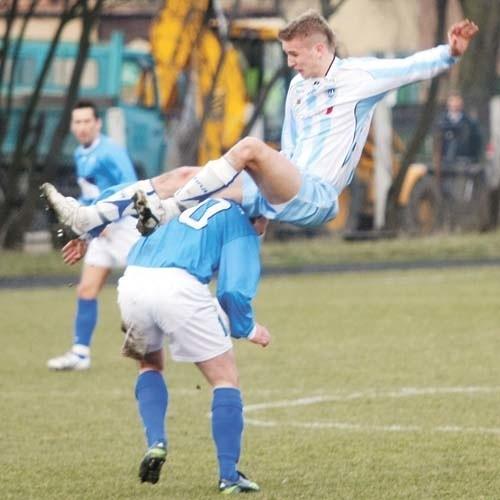 W meczach Wigier (biało-niebieskie stroje) z Freskovitą...