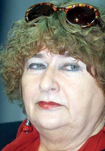Elżbieta Ficowska przez wiele lat poszukiwała swojej rodziny, pamiątek z żydowskiej przeszłości. Nie znalazła.
