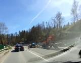 Korkuje się DW 941 w kierunku Wisły. Turyści tłumnie ruszyli w Beskidy, a tu roboty drogowe i ruch wahadłowy