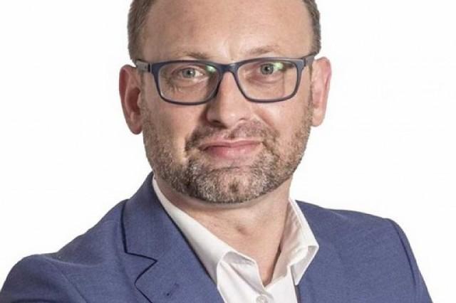 Łukasz Maderak, wiceburmistrz Kazimierzy Wielkiej mówi, że praca daje mi dużo satysfakcji i zadowolenia i cieszy się z tego, że docenili to mieszkańcy.