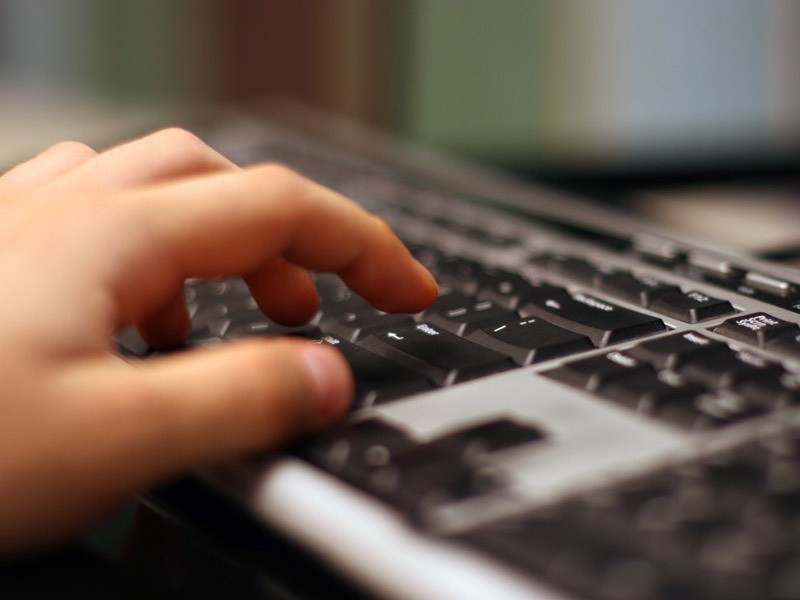 Internauci, którzy zawierając umowę z portalem podali nieprawdziwe dane w formularzu rejestracyjnym otrzymują pisma sugerujące, że popełnili przestępstwo.