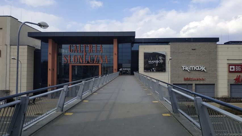 Galeria Słoneczna w Radomiu jest otwarta, i choć nie ma w...