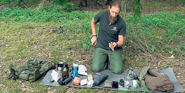W materiałach promocyjnych Lasów Państwowych znajdziecie wskazówki, jak się przygotować do noclegu w lesie