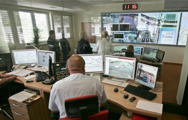 Centrum Zarządzania Kryzysowego przy Strzegomskiej we Wrocławiu. Między innymi tutaj pracują osoby odpowiedzialne za działanie ITS-u we Wrocławiu