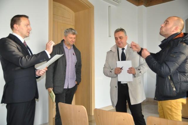 Od lewej przedstawiciele sztabu RdS Marek Stasiuk i Jacek Pawłowicz oraz PO Daniel Rak i Jakub Hardie-Douglas.