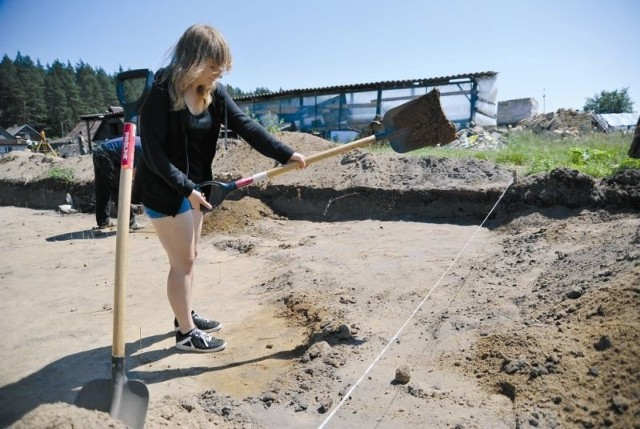 Dotychczas archeolodzy odkryli w Dębowiku koło Supraśla kilkadziesiąt naczyń glinianych oraz kilkaset narzędzi krzemiennych