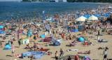 Wakacje 2021. Gdzie Polacy wybierają się na wypoczynek? Większość wybiera urlop w kraju