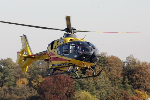 Ranną osobę do szpitala zabrał śmigłowiec LPR.