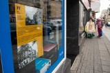 Poznań: Jeżycka Galeria Witrynowa - można ją oglądać do połowy września. Tak wyglądało dawne życie rynku Jeżyckiego i jego sąsiedztwa!