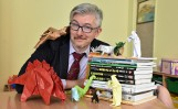 Origami, czyli niezwykłe zaproszenie na Dzień Otwarty szkoły: Sławomir Kozłowski po mistrzowsku składa skrzypka!