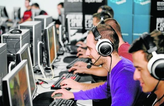W branży informatycznej pracuje wielu freenalcerów. Mają oni więcej swobody, niezależności, ale ich wynagrodzenia są ściśle uzaleźnione od liczby zleceń. Zarobki 4-8 tys. zł można dość łatwo osiągnąć