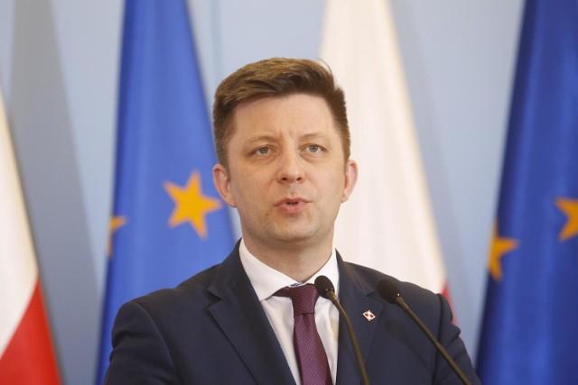 Szef KPRM Michał Dworczyk przekazał, że tej pory na szczepienie przeciwko COVID-19 zarejestrowało się 127 796 seniorów powyżej 80 roku życia