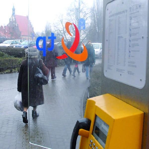 Ta kabina, znajdująca się na placu Teatralnym w Bydgoszczy ma tylko jedną szklaną ściankę. Czy drugą ktoś spotkał na swojej drodze?