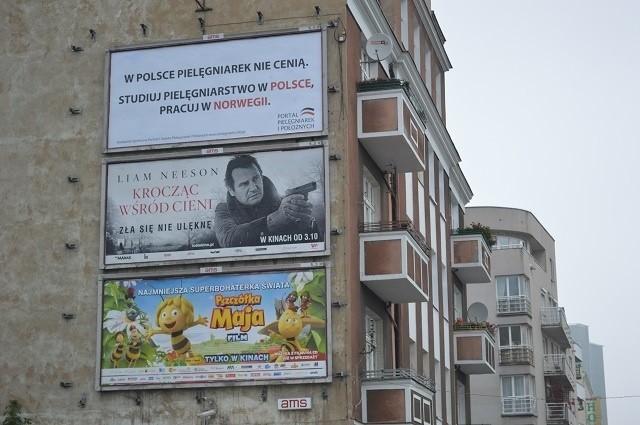 Bilbordy stanęły w kilku miejscach Poznania. Mają zwrócić uwagę na problemy pielęgniarek i pielęgniarzy w Polsce