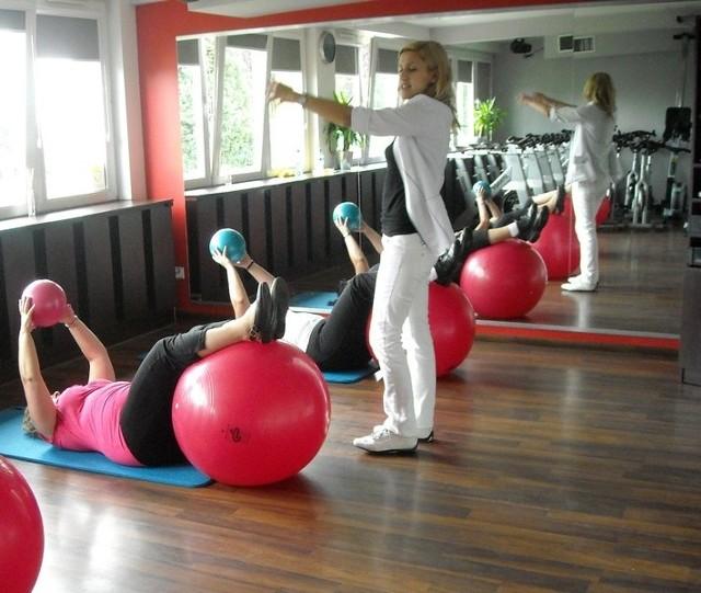 Zajęcia w Centrum Zdrowia i Aktywności Osób 40+ przy ulicy Szczecińskiej 1 prowadzą wykwalifikowani trenerzy.