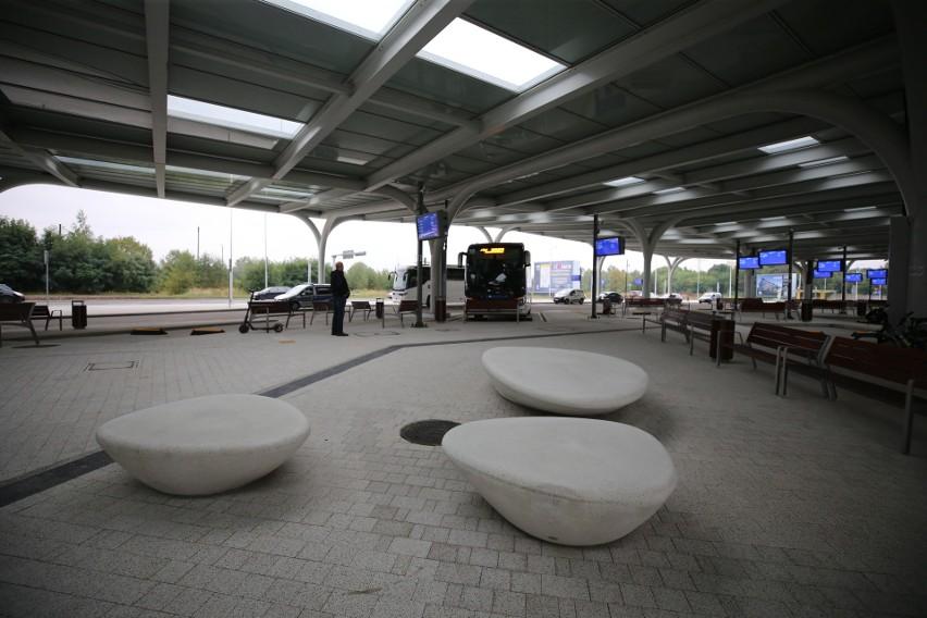 Na następnych planszach: przydatne dla pasażerów i ładne elementy na nowym dworcu Sądowa