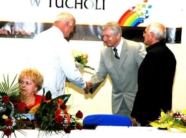 Prezes spółdzielni Jacek Jeżewski odbiera gratulacje