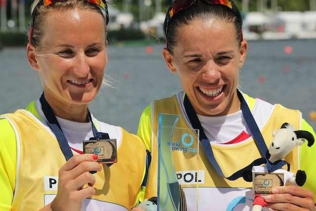 Złote medalistki Pucharu Świata w Poznaniu w dwójce podwójnej - od lewej Natalia Madaj i Magdalena Fularczyk-Kozłowska