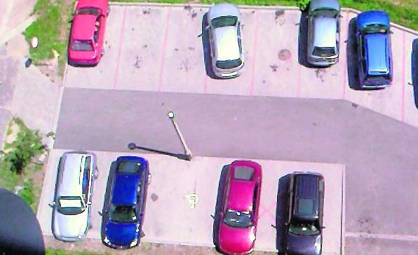 Widok z góry na parking w Katowicach przy ul. Ondraszka 19
