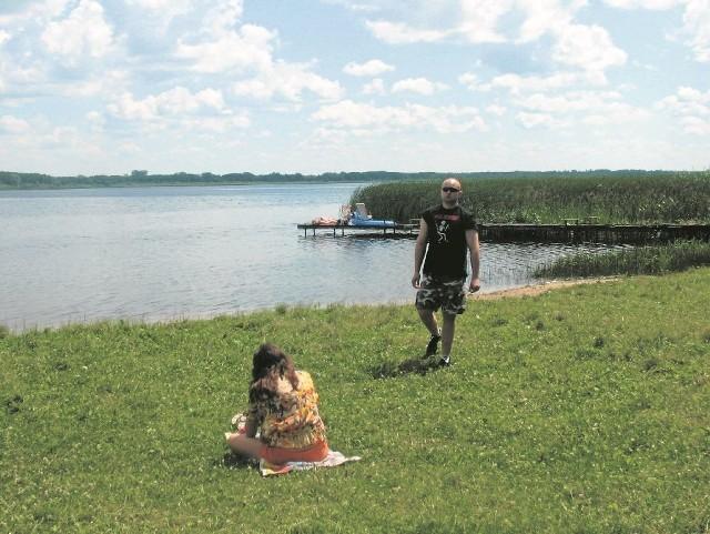 Jezioro Urszulewskie to jeden z ciekawszych punktów na gminnej mapie. Widnieją na niej też m.in. szlak kajakowy rzeki Skrwy, zespół pałacowo-parkowy w Okalewie, skrwileński kościół