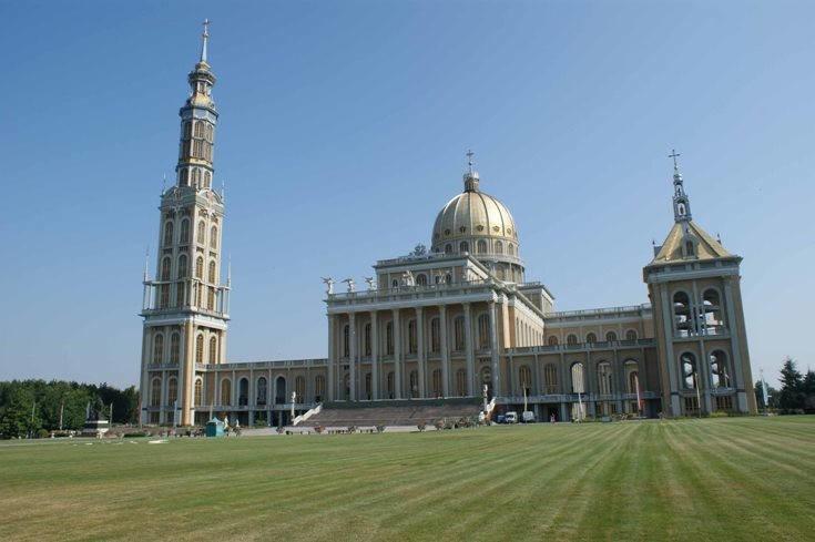 Sanktuarium w Licheniu powstawało w latach 1994-2004. Jego...