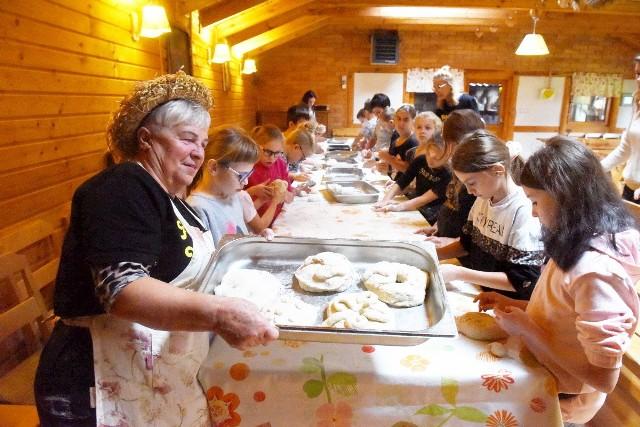 Od ziarenka do bochenka - zajęcia dla dzieci w Karczmie Taberskiej w Janowcu koło Babimostu