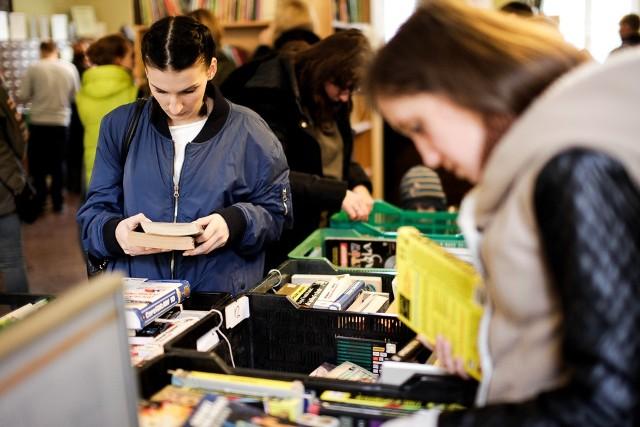 Miłośnicy książek i drobiazgów mają dzisiaj okazję do powiększenia swoich kolekcji w Bibliotece Publicznej w Bydgoszczy.