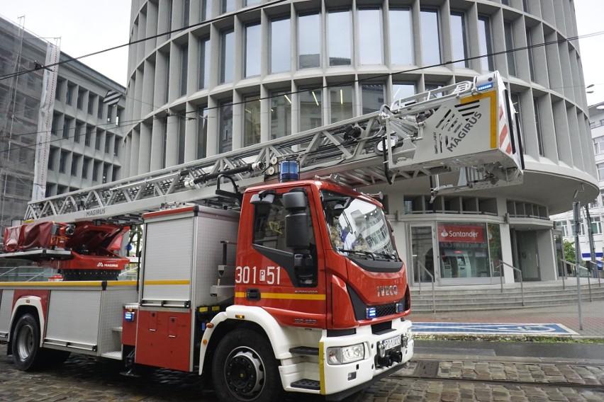 - Otrzymaliśmy sygnał z monitoringu pożarowego. Na miejscu...