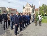 65. rocznica Poznańskiego Czerwca 56: Uczestnicy szczytu V4 złożyli kwiaty pod pomnikiem na placu Mickiewicza