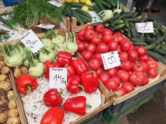 Papryka: 4,5-14 zł/kgpomidory; 4-9,50 zł/kg