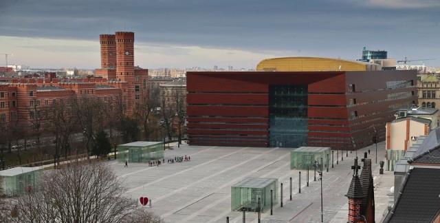 Szklane biurowce, kapitalne remonty i przebudowy. W ostatnich 30 latach wiele miejsce we Wrocławiu zmieniło się nie do poznania, zobacz te, które sprawiają, że wrocławianie mogą dziś czuć się dumni za swojego miasta.