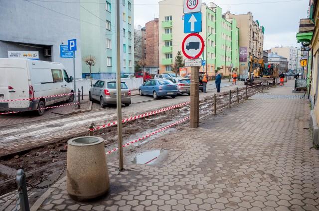 Trwa remont torowiska na ul. Małachowskiego w Sosnowcu. W przyszłości fragment ulicy ma się zmienić w deptak. Zobacz kolejne zdjęcia. Przesuń zdjęcia w prawo - wciśnij strzałkę lub przycisk NASTĘPNE