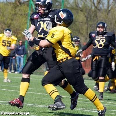Lowlanders (żółte stroje) zagrają w barażach o utrzymanie w I lidze.