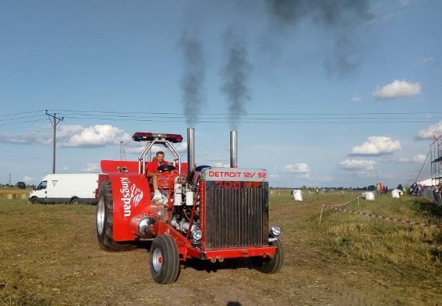 Widok ciągników cieszył dzieci i dorosłych powodując okrzyki radości i zdziwienia umiejętnościami traktorzystów. W powiecie inowrocławskim najgłośniejszym miejscem w niedzielę 26 sierpnia była Wielowieś. Grene Race 2018 to coroczne wyścigi traktorów na polach. Od rana do popołudnia rolnicy, kolekcjonerzy traktorów, hobbyści rywalizowali i prezentowali swoje maszyny. ______________________Zobacz 35. odcinek programu Agro Pomorska: