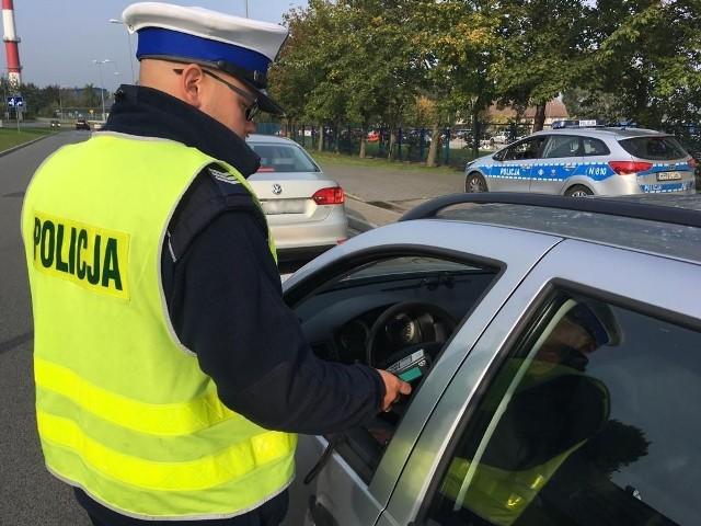 Policja przypomina wszystkim kierowcom, że zbyt szybka jazda w stosunku do warunków panujących na drodze jest podstawowym powodem wypadków i kolizji drogowych