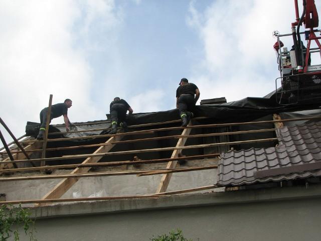 Zerwany dachPokrycie zerwane z dachu państwa Kurzyńskich